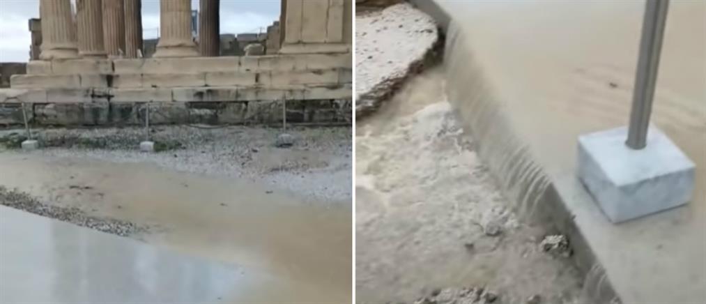 Πλημμύρισε η Ακρόπολη μετά την ισχυρή νεροποντή (βίντεο)