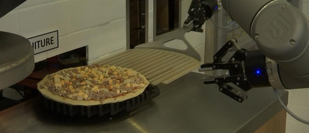 Ρομπότ φτιάχνει 120 πίτσες την ώρα! (βίντεο)
