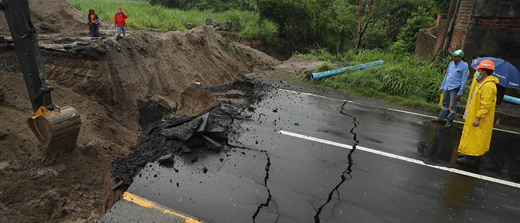 """""""Σφυροκοπά"""" την κεντρική Αμερική η τροπική καταιγίδα Αμάντα (βίντεο)"""