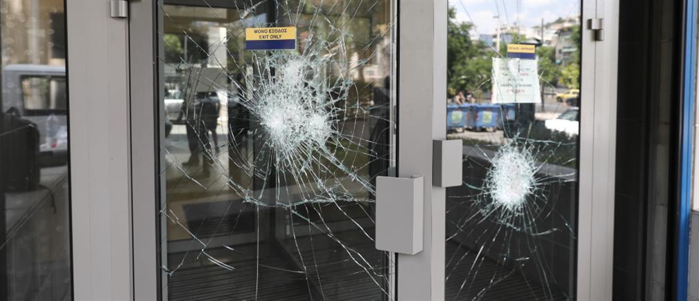 Επίθεση σε τράπεζα με βαριοπούλες