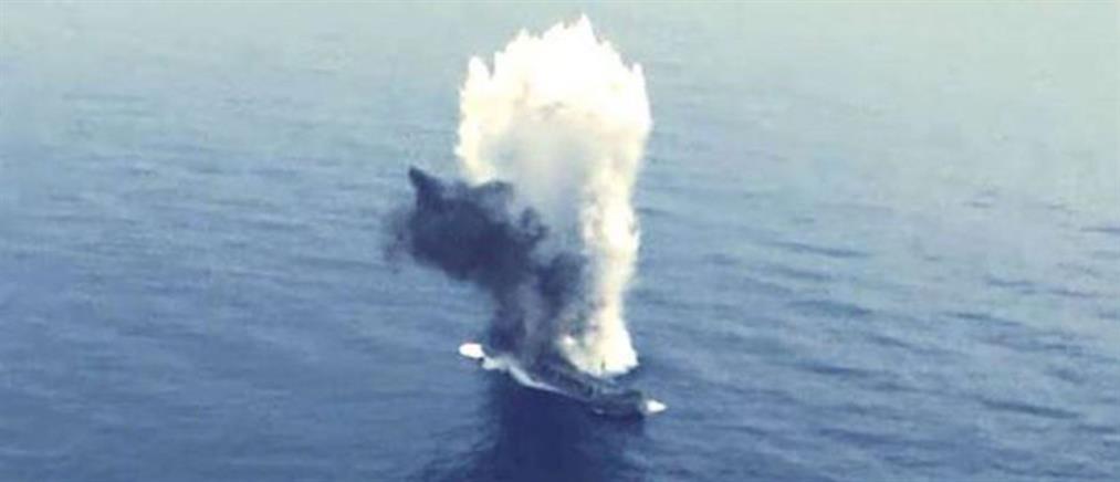 """""""Ψυχροπολεμικό παιχνίδι""""  της Tουρκίας: υποβρύχιο βύθισε πλοίο με τορπίλη (βίντεο)"""