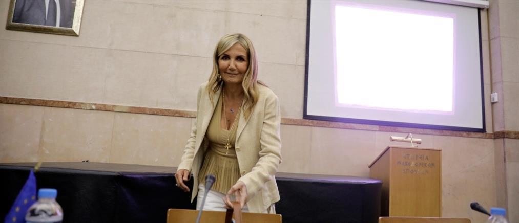 Μαρέβα Μητσοτάκη: ξανά στα μπαλκόνια για γιατρούς και νοσηλευτές