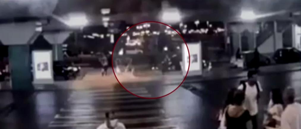 """Βίντεο ντοκουμέντο από τη δράση των """"μακρυχέρηδων"""" στο """"Ελευθέριος Βενιζέλος"""""""
