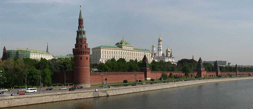 Μόσχα: υπάλληλος της πρεσβείας των ΗΠΑ πιάστηκε με όλμο στη βαλίτσα του!