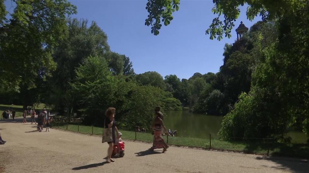 Το ηλιόλουστο Παρίσι απολαμβάνουν οι κάτοικοί του