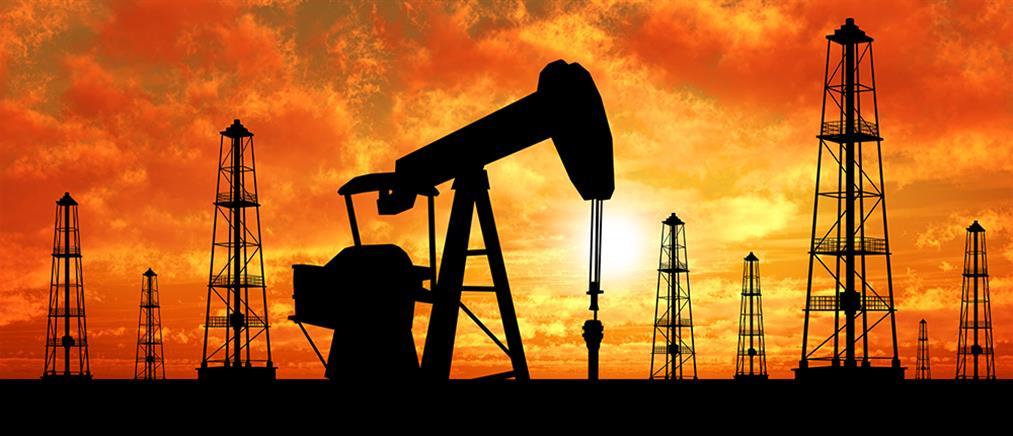 """Πετρέλαιο: νέα """"βουτιά"""" του αμερικανικού αργού"""