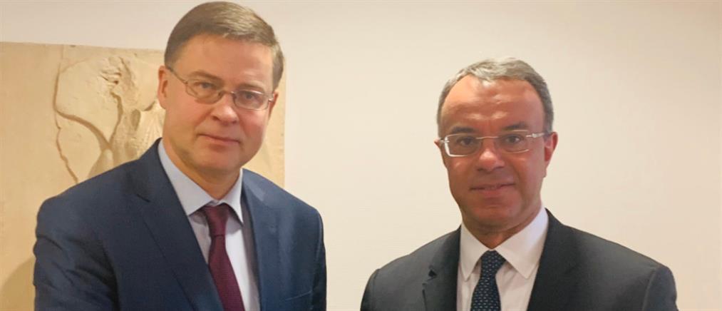 Σταϊκούρας - Ντομπρόβσκις: Συζήτηση για την οικονομία και την ανάπτυξη