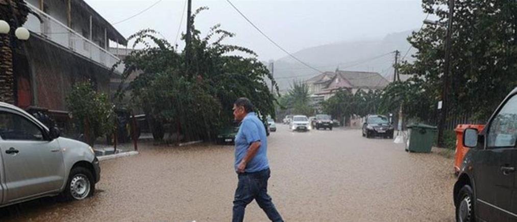 """""""Έβρεξε"""" προβλήματα στο Αγρίνιο (εικόνες)"""