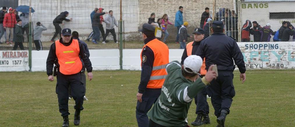 Σε πεδίο μάχης μετατράπηκε γήπεδο της Αργεντινής (Βίντεο)