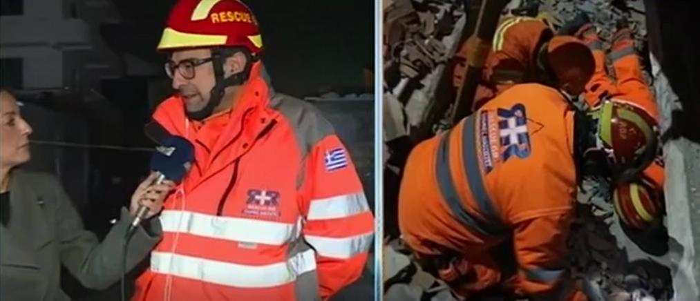 Έλληνας διασώστης στον ΑΝΤ1: ψάχναμε στα συντρίμμια όταν κτίριο κατέρρευσε από μετασεισμό (βίντεο)
