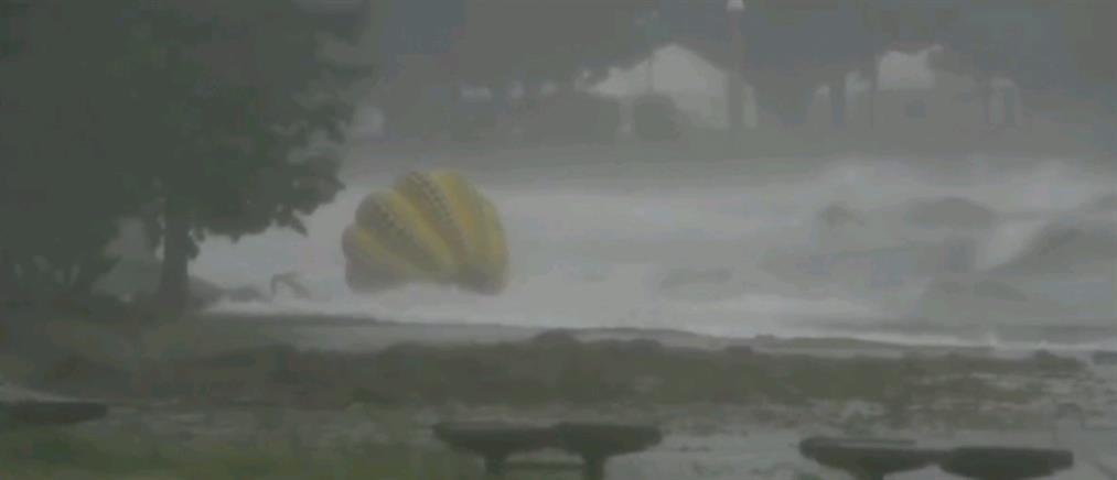 """Ιαπωνία: Η θάλασσα... κατάπιε το διάσημο γλυπτό """"Κολοκύθα"""" (βίντεο)"""