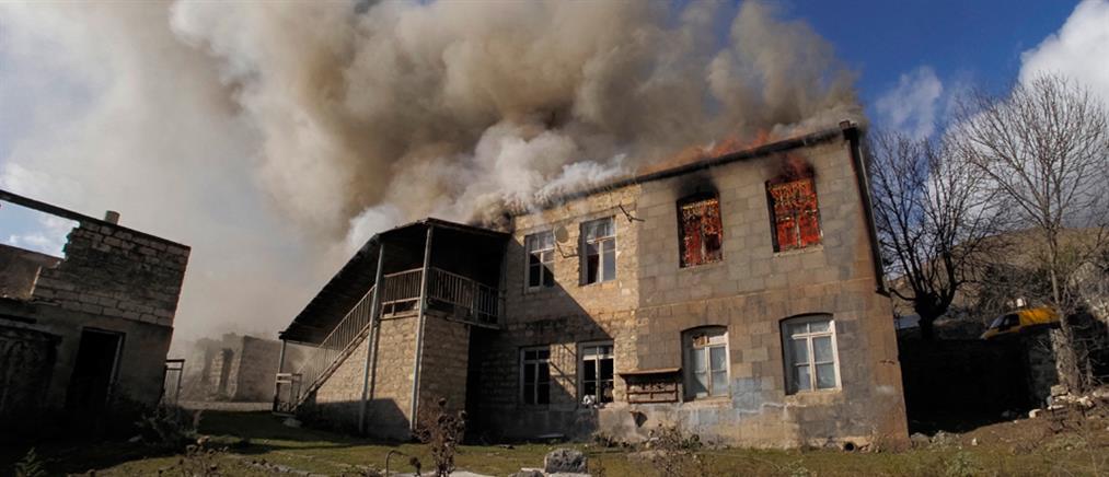 Ναγκόρνο Καραμπάχ: Αρμένιοι πυρπολούν τα σπίτια τους πριν τα εγκαταλείψουν (εικόνες)
