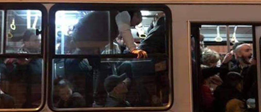 """Εικόνα ντροπής: Επιβάτες… """"ίπτανται"""" σε αστικό λεωφορείο"""