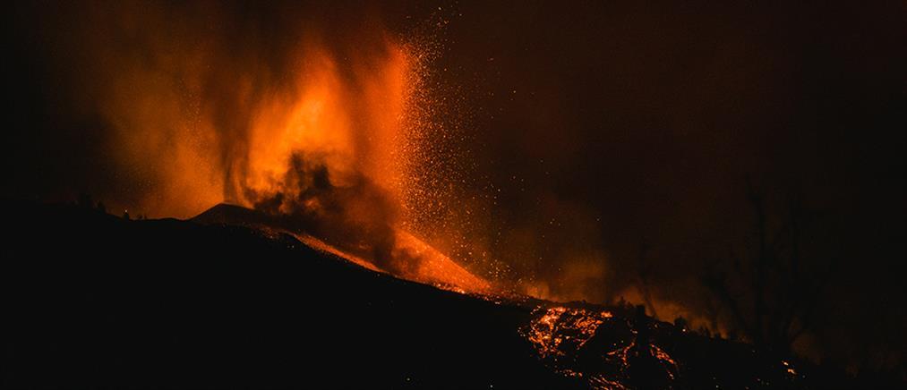 Ισπανία - Ηφαίστειο: Άνοιξε ξανά το αεροδρόμιο στη Λα Πάλμα