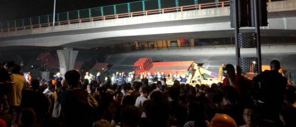 Φονική κατάρρευση γέφυρας σε ανισόπεδο κόμβο (εικόνες)