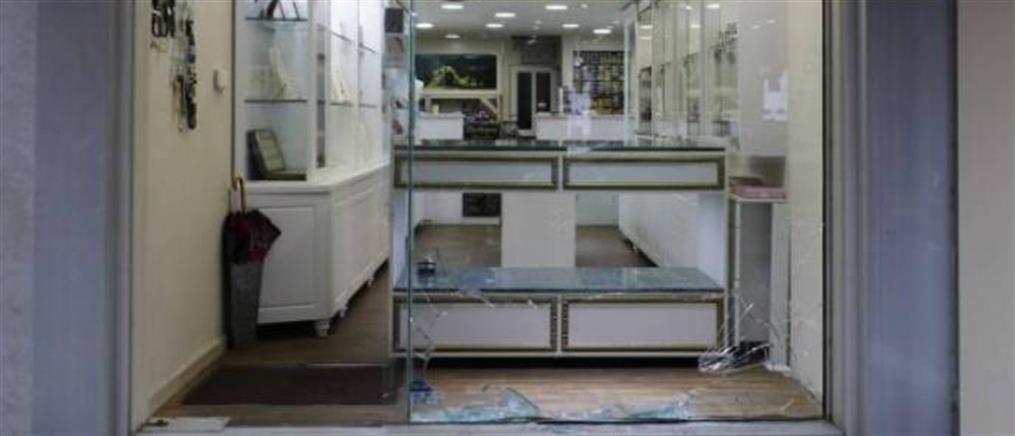 Καρέ-καρέ η διάρρηξη σε κοσμηματοπωλείο της Καλαμάτας (βίντεο)