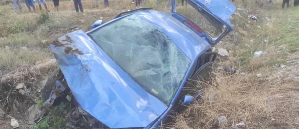 Αχαΐα: Νεκρός οδηγός ΙΧ μετά από πτώση σε χαντάκι (εικόνες)