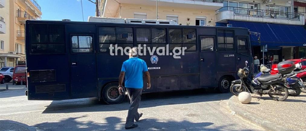 Θεσσαλονίκη: στον εισαγγελέα ο κατηγορούμενος για επίθεση κατά μελών της ΚΝΕ