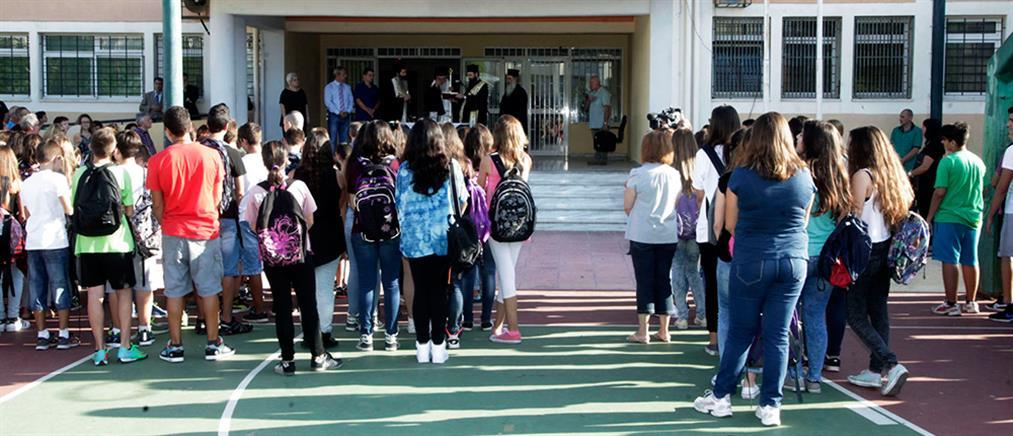 Κατάργηση της διαγωγής και της προσευχής στα σχολεία ζητά ο ΣΥΡΙΖΑ