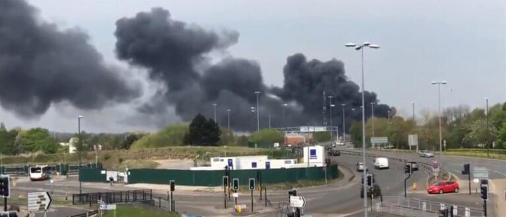 Τρόμος από μπαράζ εκρήξεων στο Ντέρμπι της Αγγλίας (βίντεο)