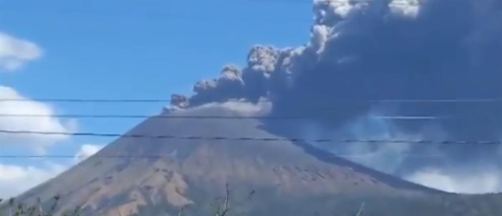 Ισχυρές εκρήξεις στο ηφαίστειο Σαν Κριστόμπαλ (εικόνες)