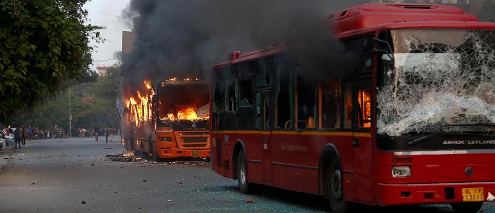 Αιματηρές διαδηλώσεις στην Ινδία (εικόνες)