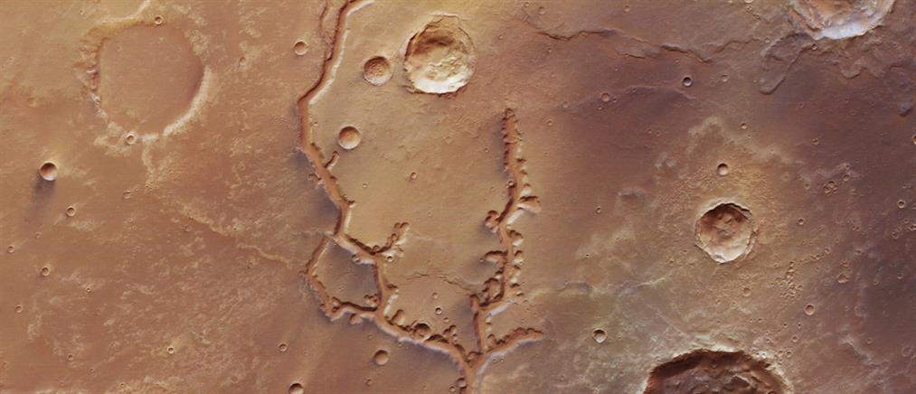 Νέες εντυπωσιακές φωτογραφίες αρχαίων κοιλάδων στον Άρη