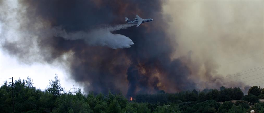 Φωτιά στην Βαρυμπόμπη: Μήνυμα στο 112 για εκκένωση