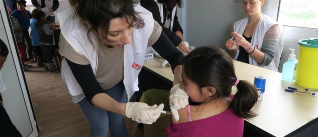 Μαζικός εμβολιασμός παιδιών και εφήβων στο ΚΥΤ της Μόριας