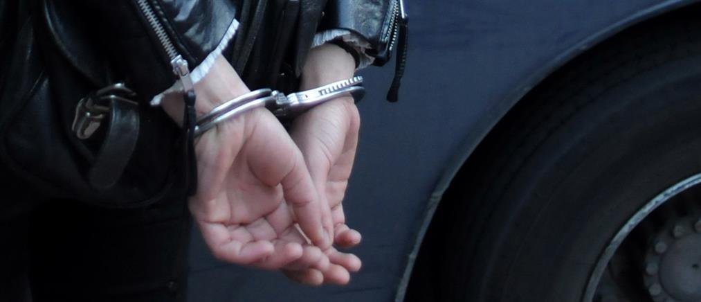 Συνελήφθη η μητέρα που άφησε τα παιδιά της να περιφέρονται ολομόναχα