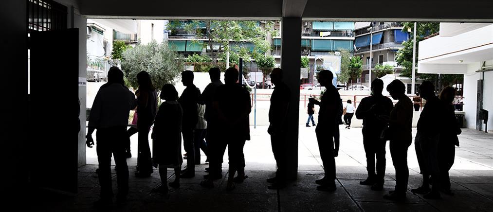 Εκλογές 2019: Ουρές και ταλαιπωρία στα εκλογικά κέντρα