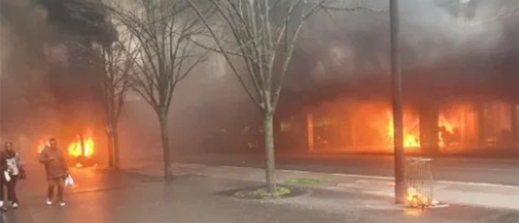 Μεγάλη φωτιά στο Παρίσι (βίντεο)