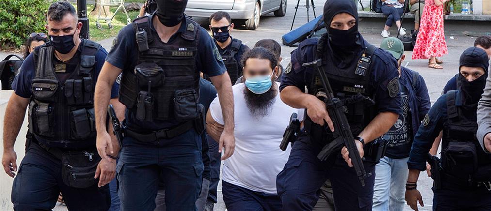 Επίθεση με βιτριόλι: Ποινική δίωξη στον ιερέα για κακούργημα