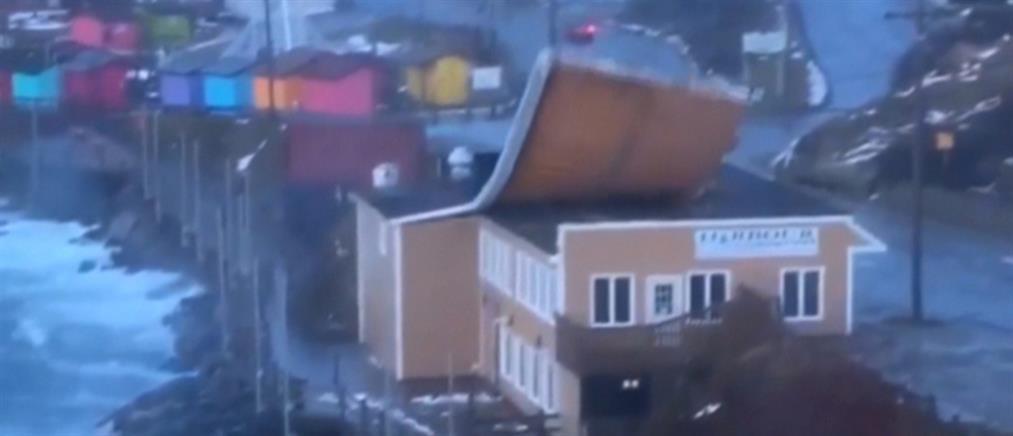 """Βίντεο: ο αέρας """"ξηλώνει"""" στέγη"""