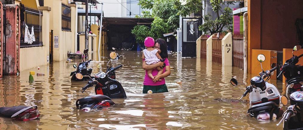 Ινδονησία: Νεκροί και χιλιάδες άστεγοι από τις πλημμύρες (εικόνες)