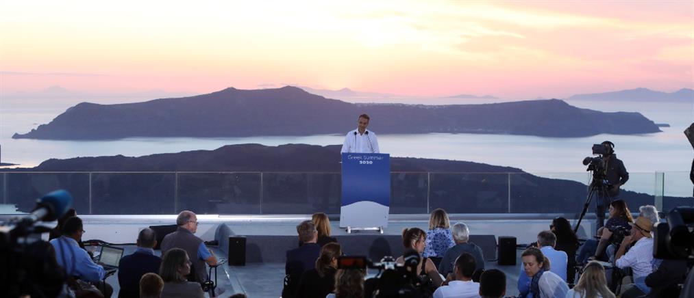 Ξένα ΜΜΕ: Η Ελλάδα καλωσορίζει πάλι τους τουρίστες
