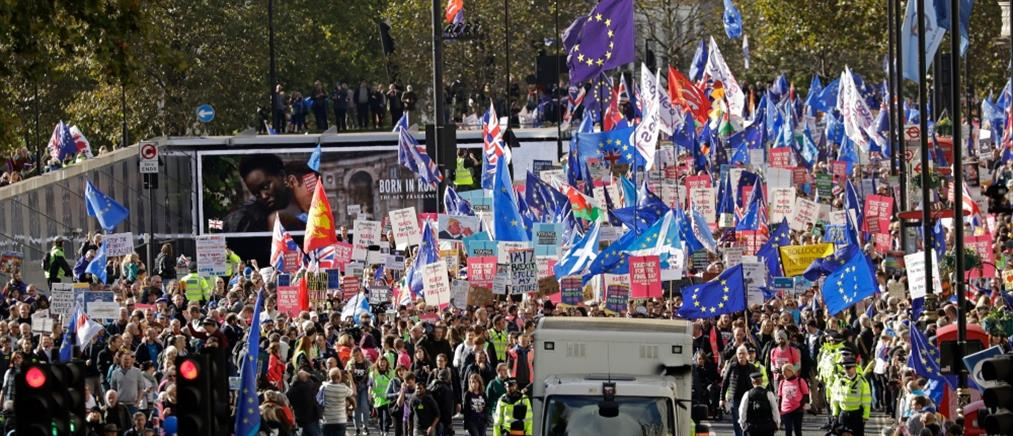 Brexit: ανυπόγραφη επιστολή με την οποία ζητάει παράταση έστειλε στην ΕΕ ο Τζόνσον