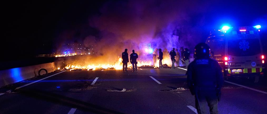 """""""Μάχες"""" σώμα με σώμα στην Βαρκελώνη (εικόνες)"""