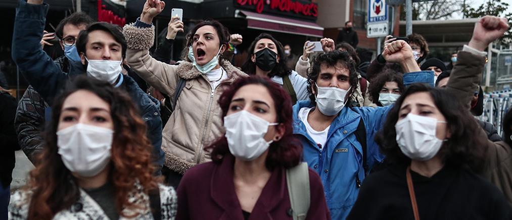 Τουρκία: χειροπέδες σε φοιτητές στην Κωνσταντινούπολη