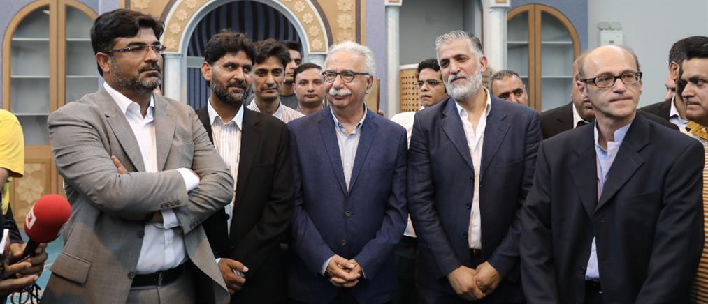 Ο Κώστας Γαβρόγλου στο Ισλαμικό Τέμενος Αθηνών (εικόνες)