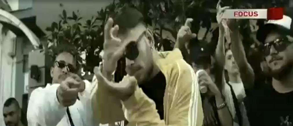 Πως εξηγούν δημοφιλείς καλλιτέχνες την λατρεία της νεολαίας για την ραπ μουσική (βίντεο)
