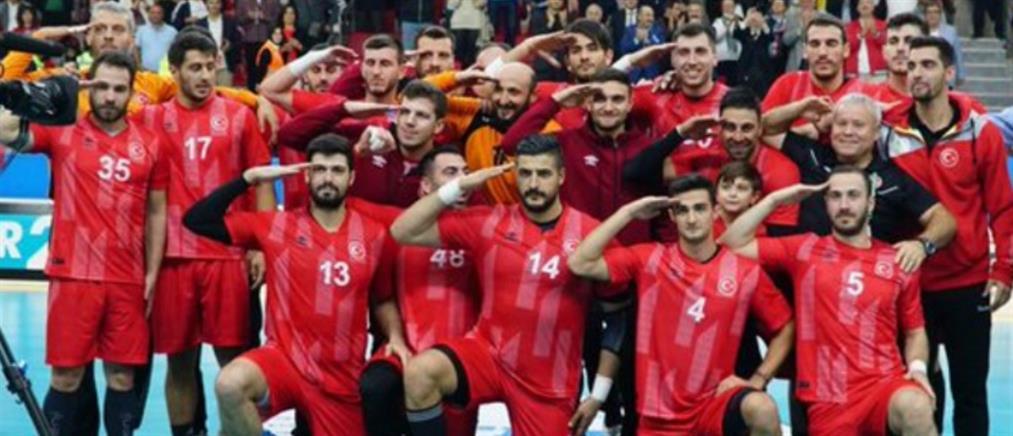 Ολυμπιακός: Εκτός ομάδας ο Τούρκος παίκτης που χαιρέτησε στρατιωτικά