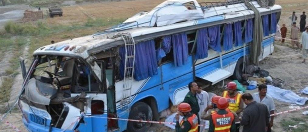 Δεκάδες νεκροί από μετωπική σύγκρουση λεωφορείων στη Γκάνα