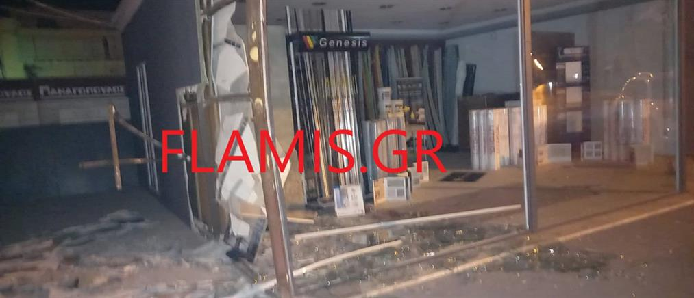 """Πάτρα: Μηχανή """"καρφώθηκε"""" σε κατάστημα – Νεκρός ο οδηγός (εικόνες)"""