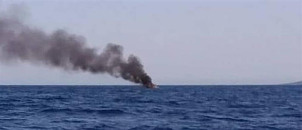 """Σκάφος """"λαμπάδιασε"""" στους Παξούς (βίντεο)"""