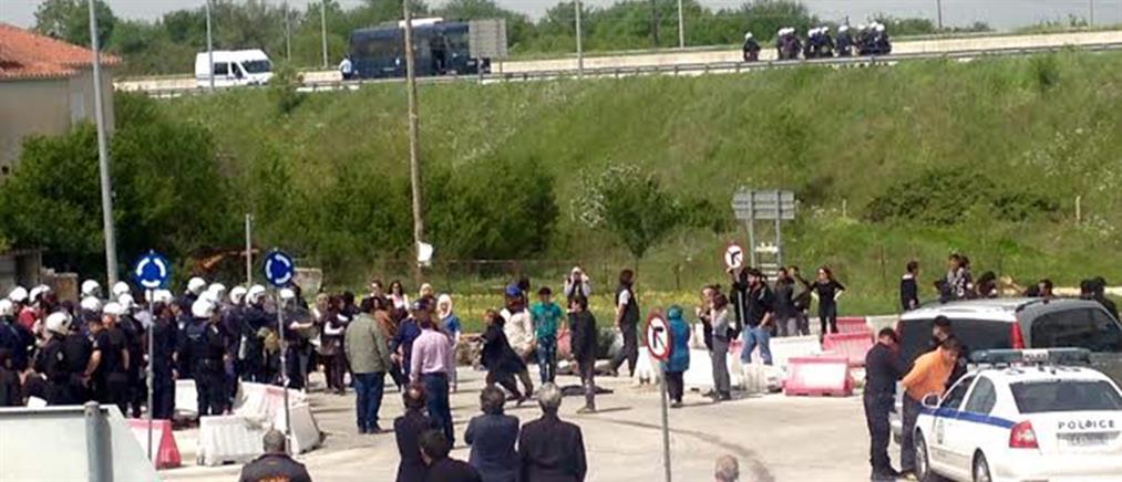 Τεταμένη η κατάσταση με τους πρόσφυγες στον Κατσικά