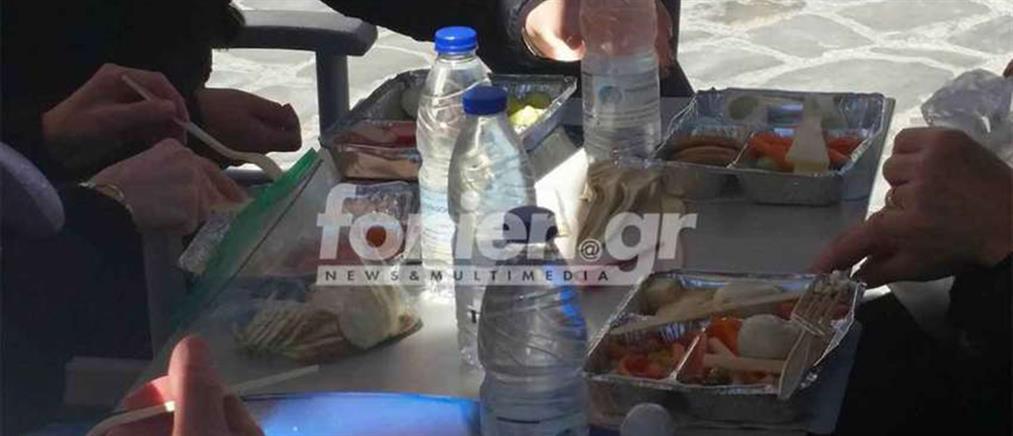 Τουρίστες πήγαν σε εστιατόριο με τα ταπεράκια τους!