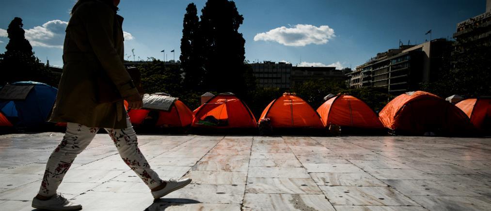 Αποχώρηση των προσφύγων από την πλατεία Συντάγματος (εικόνες)