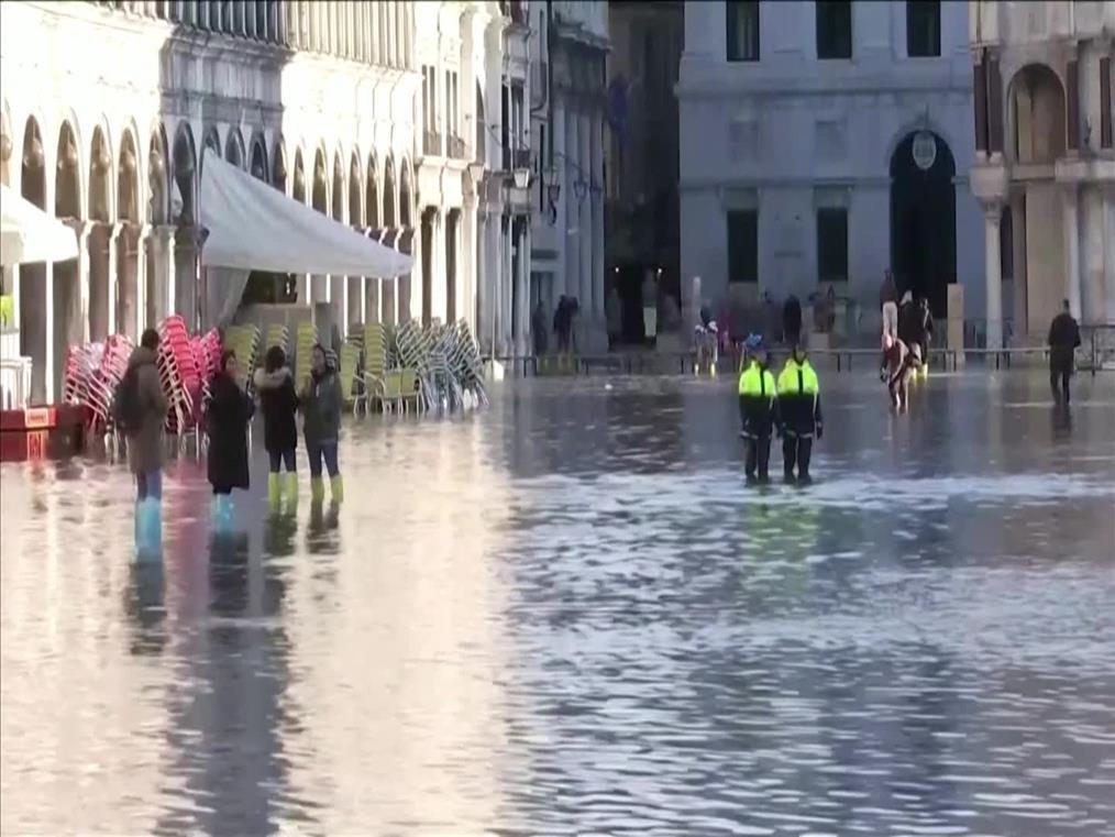 Βυθισμένη κάτω από τα νερά παραμένει η Βενετία