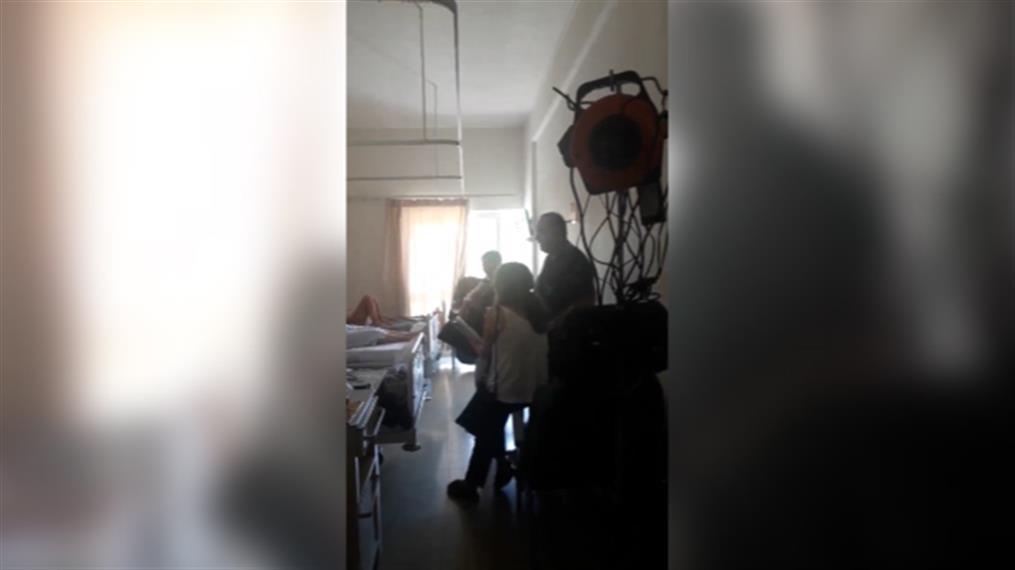 Γιατρός του ΠΑΓΝΗ τραγουδά στους ασθενείς της ογκολογικής Κλινικής